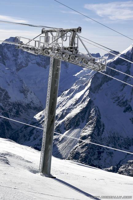 Sport-hiver-2alpes-neige-remontee-mecanique-gelee